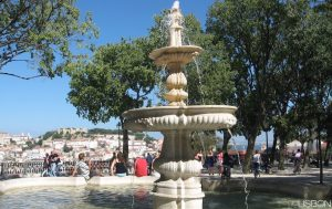 lisbon-sight-seeing-discover-monument-colourful-streets-and-squares